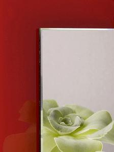 spejl med rød glaskant