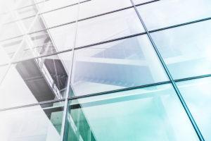 stor facade i glas