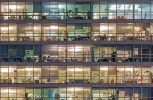 glasfacade i kontorbygning