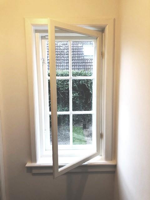 forsatsvindue i gammeldags vinduesramme