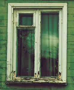 rådne trælister i vindue