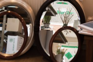 Runde og ovale glarmester spejle i ramme